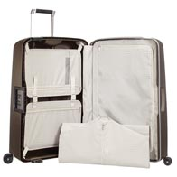 Practical interior with large pockets, laundry bag and wet pocket.